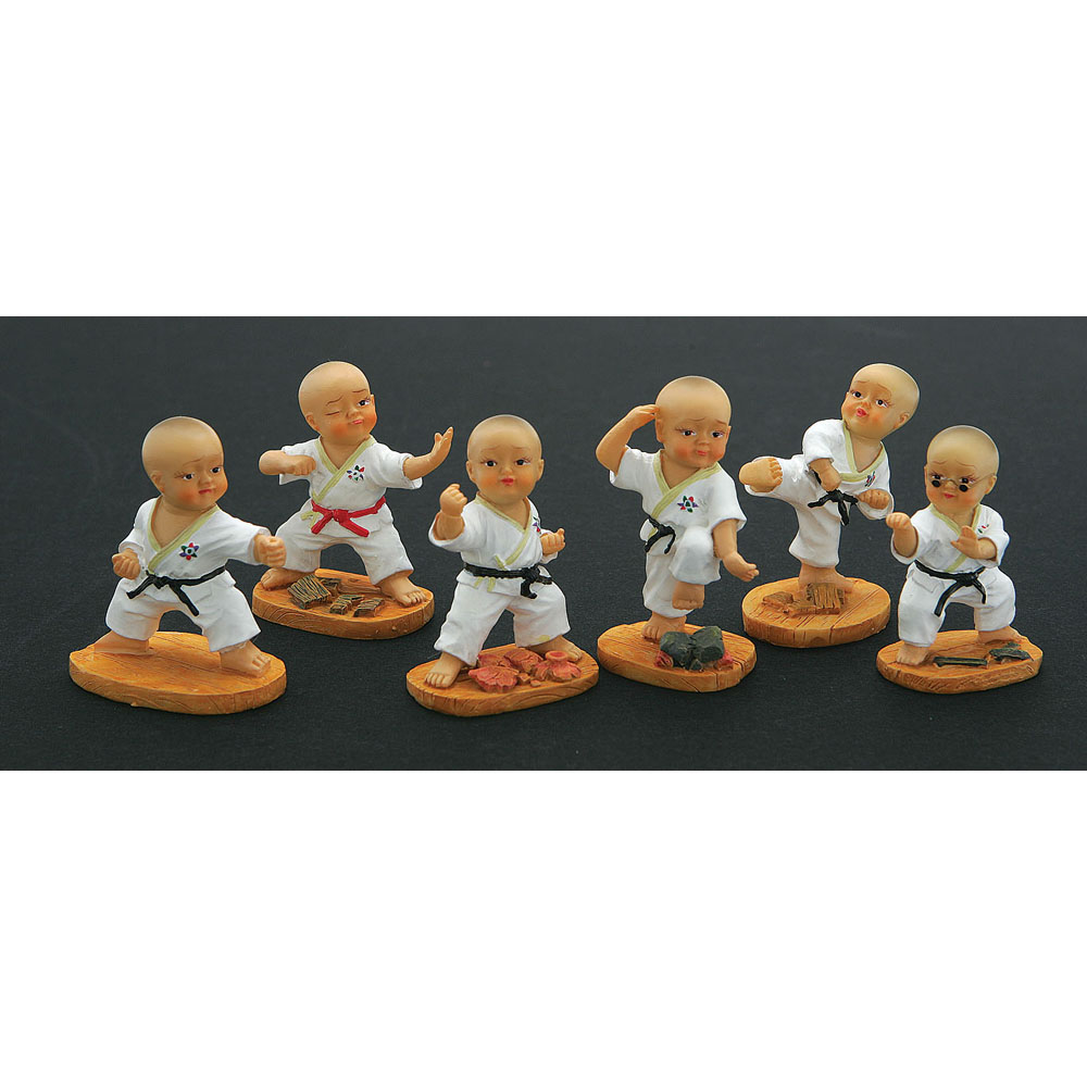 MINIATURE FIGURINE SET(2